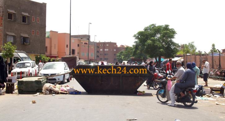 سكان الوحدة الثالثة بالداوديات يحتجون بواسطة قطع الطريق العمومية
