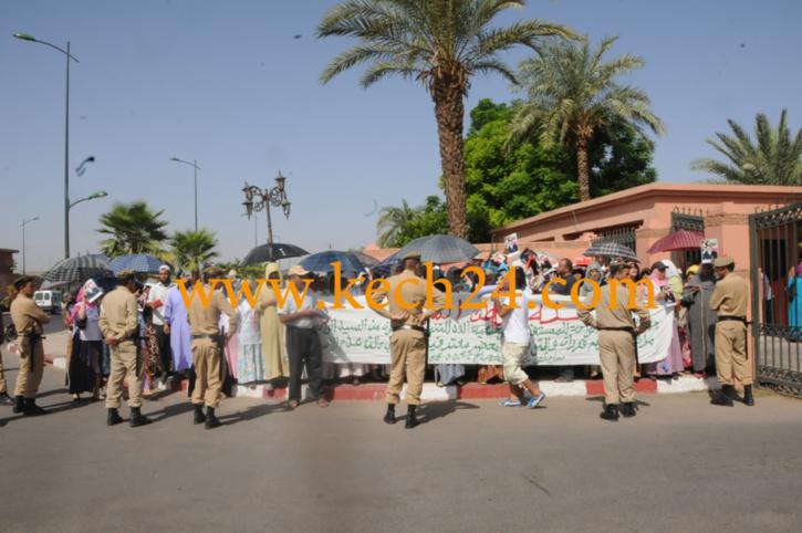 وقفة احتجاجية لبعض تجار سوق الواحة بالسيبع ضد صمت المسؤولين على حالة السوق الكارثية