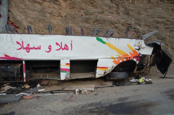 تفاصيل جديدة عن التحقيقات الجارية في حادث انقلاب الحافلة: وفاة أسرة بكاملها من مراكش ونجاة رضيعة
