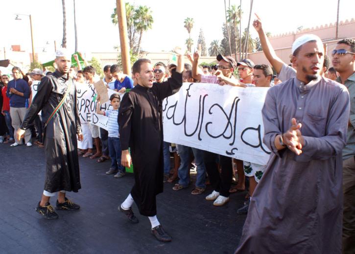 فيسبوكيو مراكش ينظمون وقفة احتجاجية للتنديد بالإساءة الى الحبيب محمد عليه الصلاة والسلام