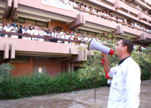 اعتصام لطلبة كلية الطب والصيدلة بمراكش ضد قرارات عميد الكلية