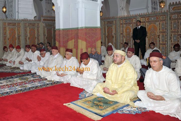 سري للغاية : امير المؤمنين محمد السادس يؤدي صلاة الجمعة بمسجد اريحا بصقار