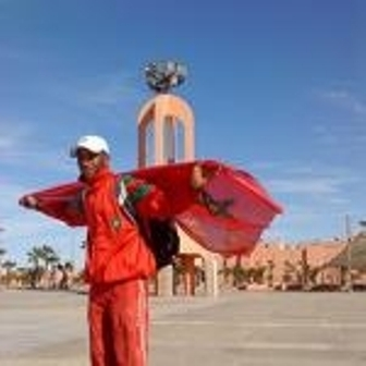 عبد الغني بوهاج في رحلة مشيا على الأقدام من مراكش إلى العيون + فيديو حصري