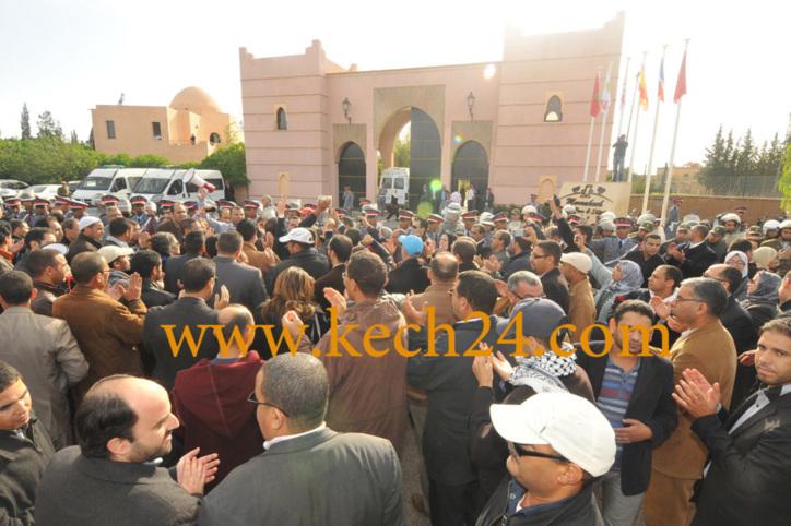 ازيد من 400 كاتب ضبط يمثلون مختلف مدن المملكة طالبوا برحيل وزير العدل والحريات مصطفى الرميد + فيديو