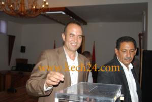 محمد المعطاوي رئيس مقاطعة سيدي يوسف بن علي يظهر في استقبال الملك اثناء صلاة الجمعة