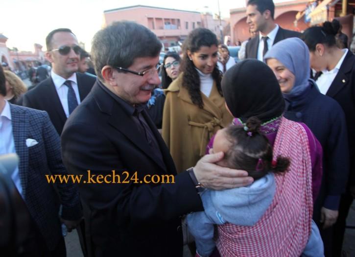 احمد داوود أوغلو وزير الخارجية التركي يفاجئ امن مراكش بزيارة ساحة جامع الفنا + صور حصرية