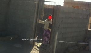 معاناة. حالة أخرى لقاصر مريضة نفسانيا محتجزة في قفص بسطح منزل في شيشاوة