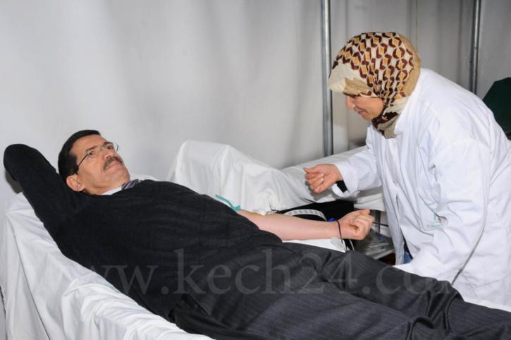 والي الجهة محمد فوزي يتبرع بالدم بمناسبة اليوم الوطني للسلامة الطرقية