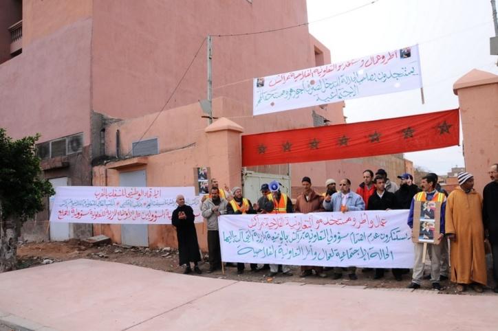 معاناة عمال التعاونية الفلاحية بمراكش تجبرهم على الخروج الى الشارع للاحتجاج