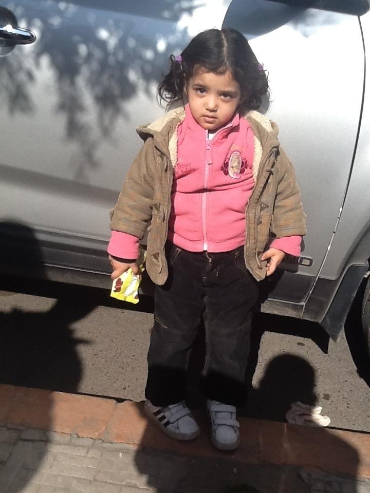 رسالة الى القلوب الرحيمة : طفلة تبحث عن عائلتها وجدت بالقرب من مسجد حي المسيرة الأولى بمراكش + الصور