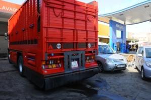 جمارك مراكش تحجز شاحنة محملة بالوقود المهرب بحي سيدي يوسف بن علي