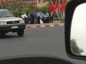 شرطي يسقط مغشيا عليه أمام قصر المؤتمرات بمراكش وهذا هو السبب + صور حصرية