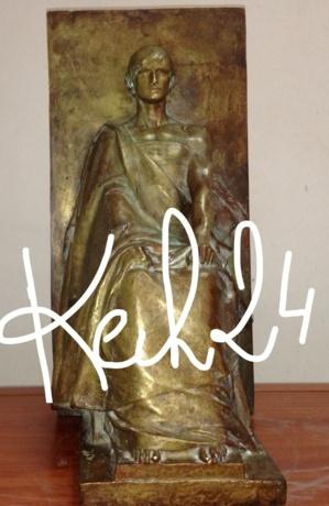 أمن مراكش يحبط عملية بيع تمثال اثري لوزير فرنسي في القرن 19 والانتربول تدخل على الخط