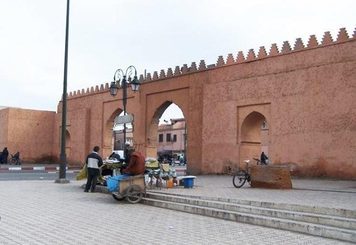 الباعة المتجولون يحولون حي باب دكالة لسوق عشوائي تحت أنظار السلطة المحلية