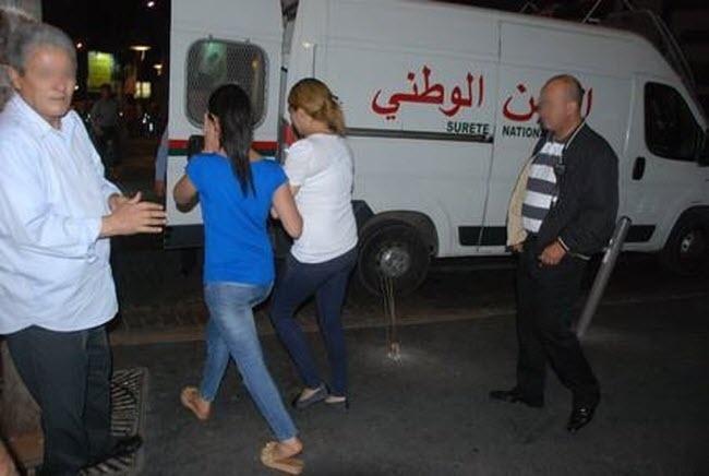 اعتقال مجموعة من الأشخاص بينهم فتيات خلال مداهمة الأمن لمقهيين للشيشا بمراكش