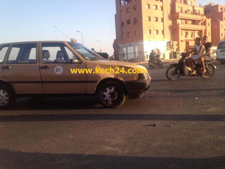 طاكسي صغير يتسبب في حادثة سير قرب المحاميد9 + صور