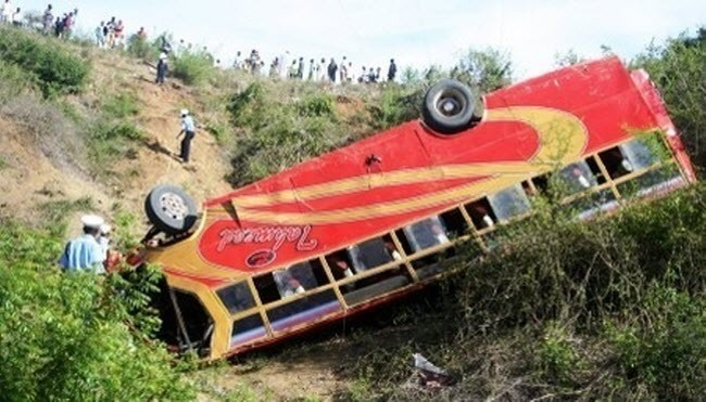 إصابة 29 شخصا بجروح متفاوتة في انقلاب حافلة للمسافرين بالفقيه بن صالح
