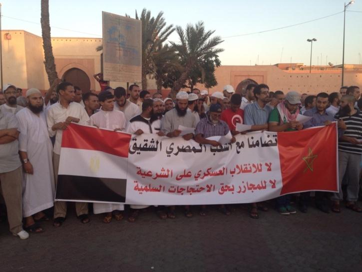 وقفة تنديدية بمراكش لما يقوم به العسكر بمصر