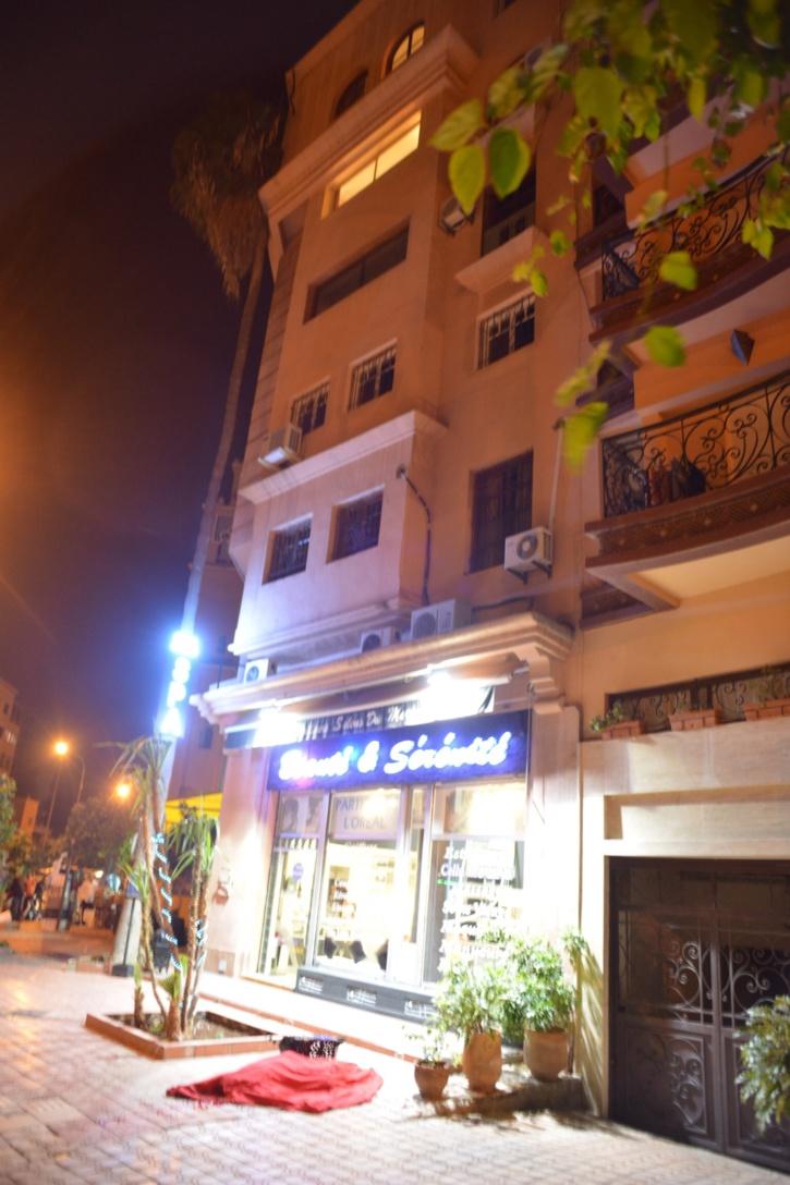 حصري : كش24 تكشف معلومات عن الفرنسي الذي ألقى بنفسه من الطابق الخامس باحدى العمارات بجيليز + صور حصرية