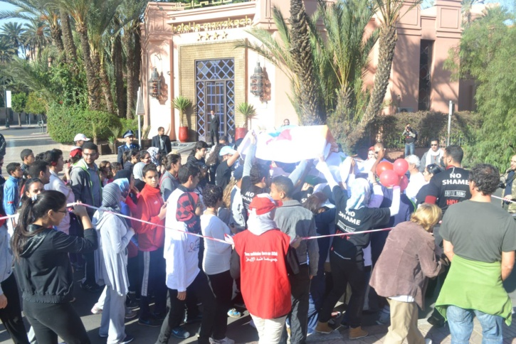 خاص: مسيرة بكليز لمحاربة داء فقدان المناعة المكتسبة