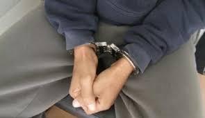 اعتقال عون سلطة وموظف متهمان بتزوير طوابع رسمية من فئة 300 درهم وتضمينها بجوازات سفر بمراكش