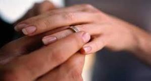 زوج يحرم زوجته القاصر من الأكل والمرحاض ويُهدد بإغتصابها لأنها لم تكن عذراء بمراكش