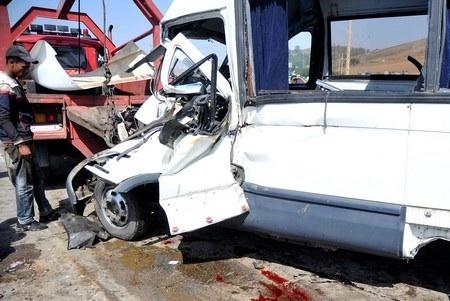 جديد حرب الطرق : مصرع 6 أشخاص وإصابة 24 آخرون في إصطدام لسيارات وشاحنات قرب الجديدة