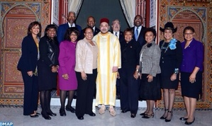 """جلالة الملك يستقبل بمراكش السيدة مارسيا فودج رئيسة """"المجموعة البرلمانية للمنتخبين الأفرو-أمريكيين بالكونغرس"""""""