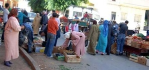 الباعة المتجولون يحاصرون طاكسيات باب دكالة في مراكش