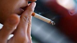 500 درهم مخالفة التدخين في السيارة بوجود اطفال
