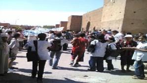 احتجاجات متواصلة للتلاميذ والتلميذات والاطر العاملة باعدادية المنصور الذهبي بمراكش