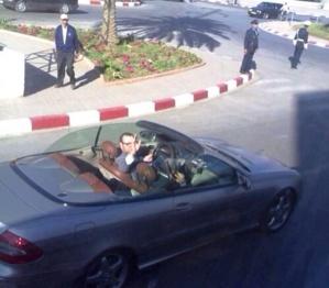 الملك محمد السادس يتجول بسيارته الخاصة بأحياء الفضل السعادة بمراكش