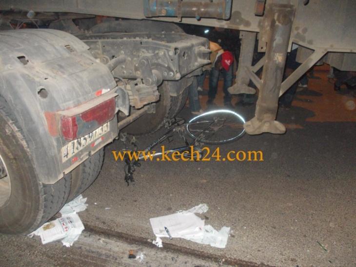 شاحنة تتسبب في مصرع شخص وإصابة آخر قرب طريق الصويرة