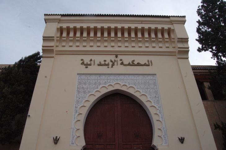 خاص : مركز حقوق الإنسان يطالب بإيقاف ضابط أمن مدان ب 10 سنوات سجنا نافدا ويتجول في شوارع آسفي