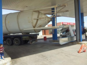 حادث اصطدام صهريج بمحطة للوقود بمراكش يخلف خسائر مادية مهمة (صورة حصرية)