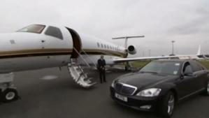 خليجي يصل على متن طائرة خاصة الى مطار لمنارة .. جاب معاه 2 مليار سنتيم وها علاش