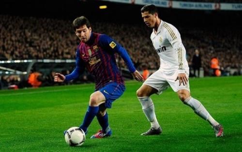 لقطة طريفة جداً لحكم مباراة فالنسيا وأتليتكو مدريد في كأس اسبانيا