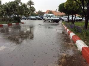 أمطار عاصفية تغرق مدينة مراكش في اقل من عشر دقائق