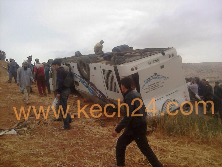 بالصور : حادث إنقلاب حافلة لنقل المسافرين نواحي الصويرة