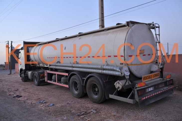 سكوب : اعتقال صاحب شاحنة محملة بأزيد من 30 طن من البنزين المهرب من الجزائر بمراكش