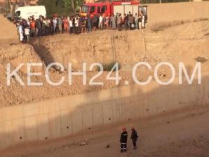 عاجل : مجرم هرب من البوليس وطاح في قنطرة ديال باب لخميس فمراكش + صورة حصرية