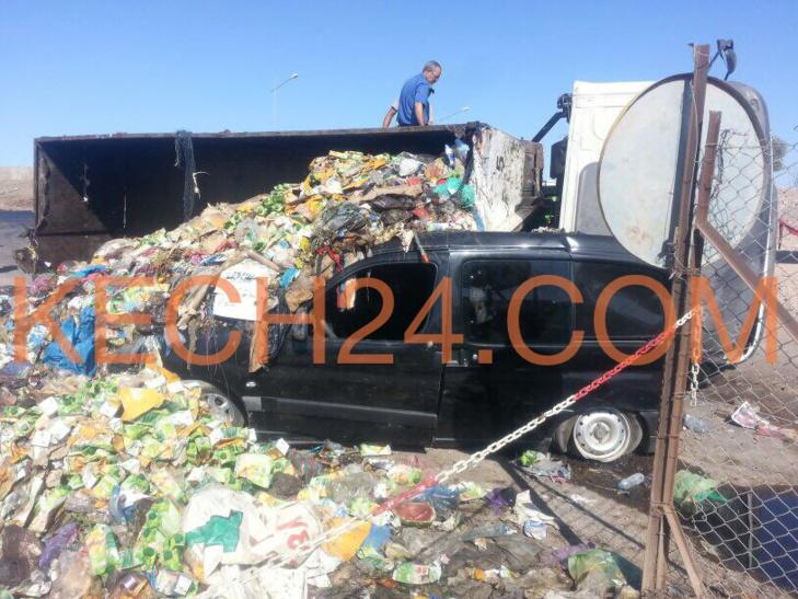 نجاة سائق سيارة بأعجوبة من حادثة سير خطيرة بمراكش + صور حصرية