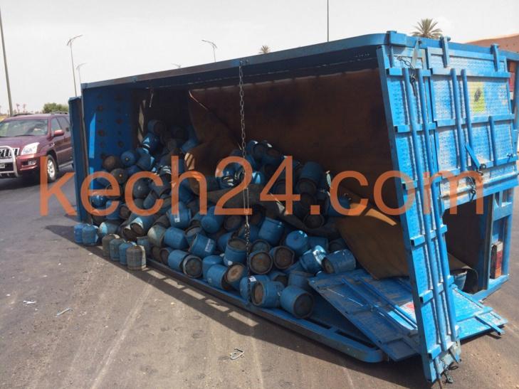 عاجل : انقلاب شاحنة لنقل قنينات الغاز بمراكش + صورة حصرية