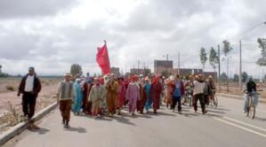 قرويون يقطعون 45 كيلومترا مشيا باتجاه مراكش احتجاجا على نزاع حول أراضي سلالية بقلعة السراغنة