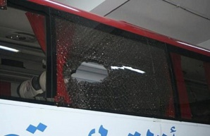 عاجل وحصري: إصابة 4 من جماهير الكوكب المراكشي بجروح وخسائر كبيرة في حافلتين