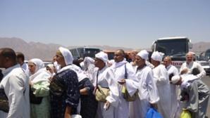 رحلة مثيرة لحجاج مغاربة تبدأ بـ 18 ساعة من الانتظار بمطار مراكش وتتحول الى تيه ورعب بالديار المقدسة