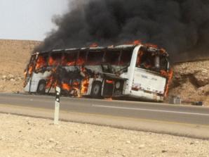 النيران تلتهم حافلة لنقل المسافرين بالطريق السيار الرابط بين الدارالبيضاء ومراكش