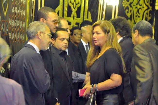 بالصور: دموع وحسرة نجوم الشاشة المصرية في عزاء الفنان خالد صالح