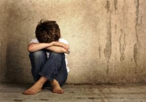 هكذا اختطف أشخاص طفلا في طريقه للبقال واقتادوه لمنزل مهجور قبل أن يتناوبوا على اغتصابه بشكل وحشي