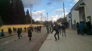 إنزال أمني بمراكش ومواجهات عنيفة متواصلة بين قوات الأمن والطلبة بالحي الجامعي ظهر المهراز بفاس + صور